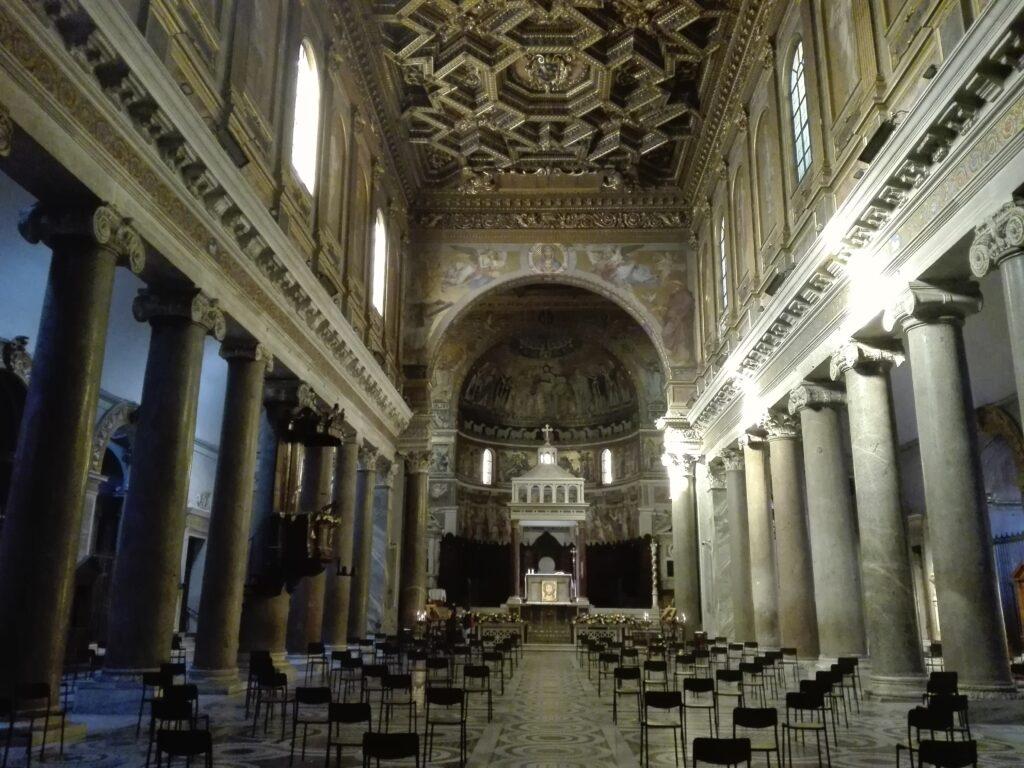 Interno chiesa di Santa Maria in Trastevere, Roma