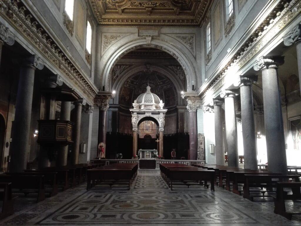 Interno chiesa di San Crisogono, Roma