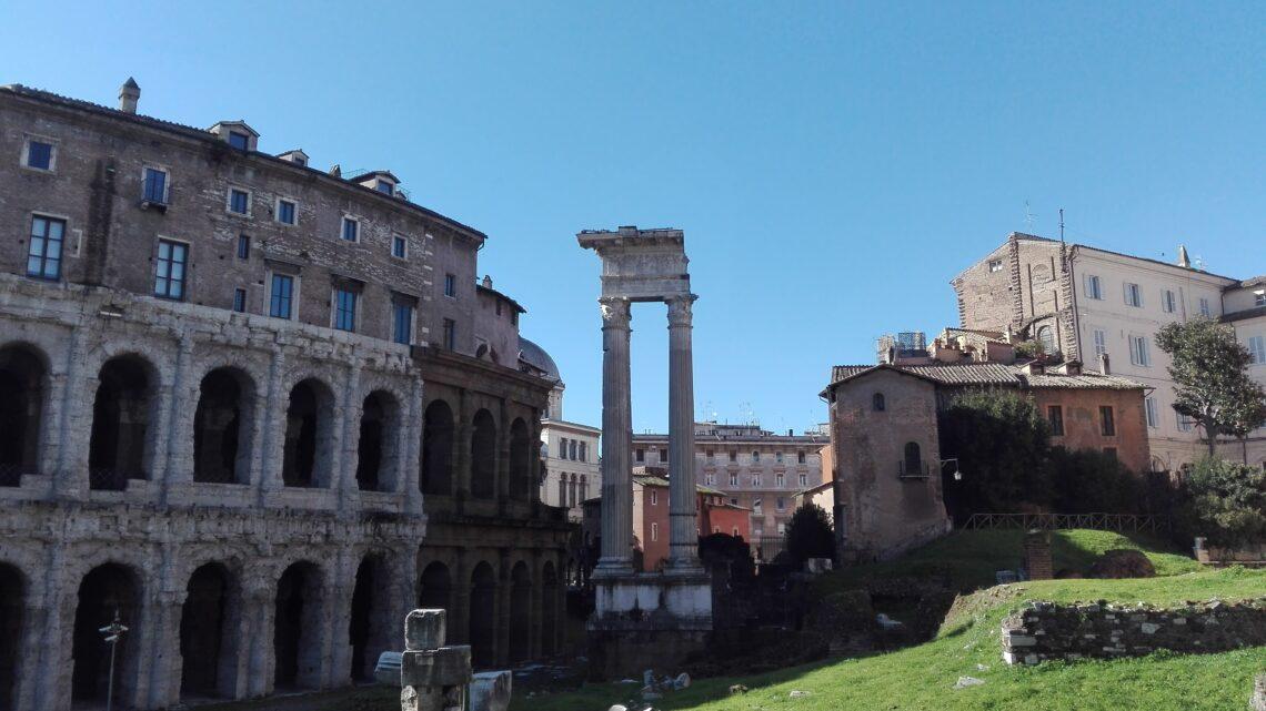 Teatro di Marcello e resti del tempio di Apollo Sosiano