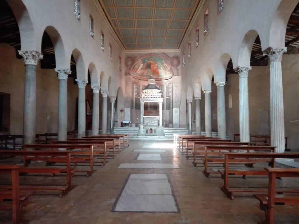 Interno della chiesa di San Giorgio al Velabro, Roma