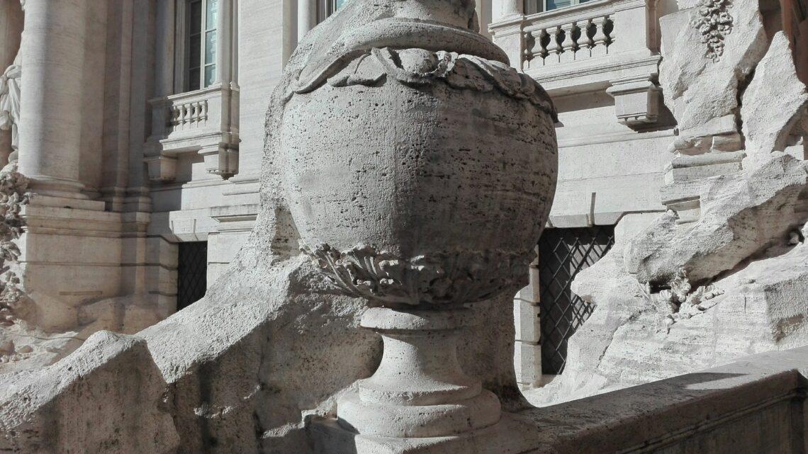 La strana coppa a fontana di Trevi