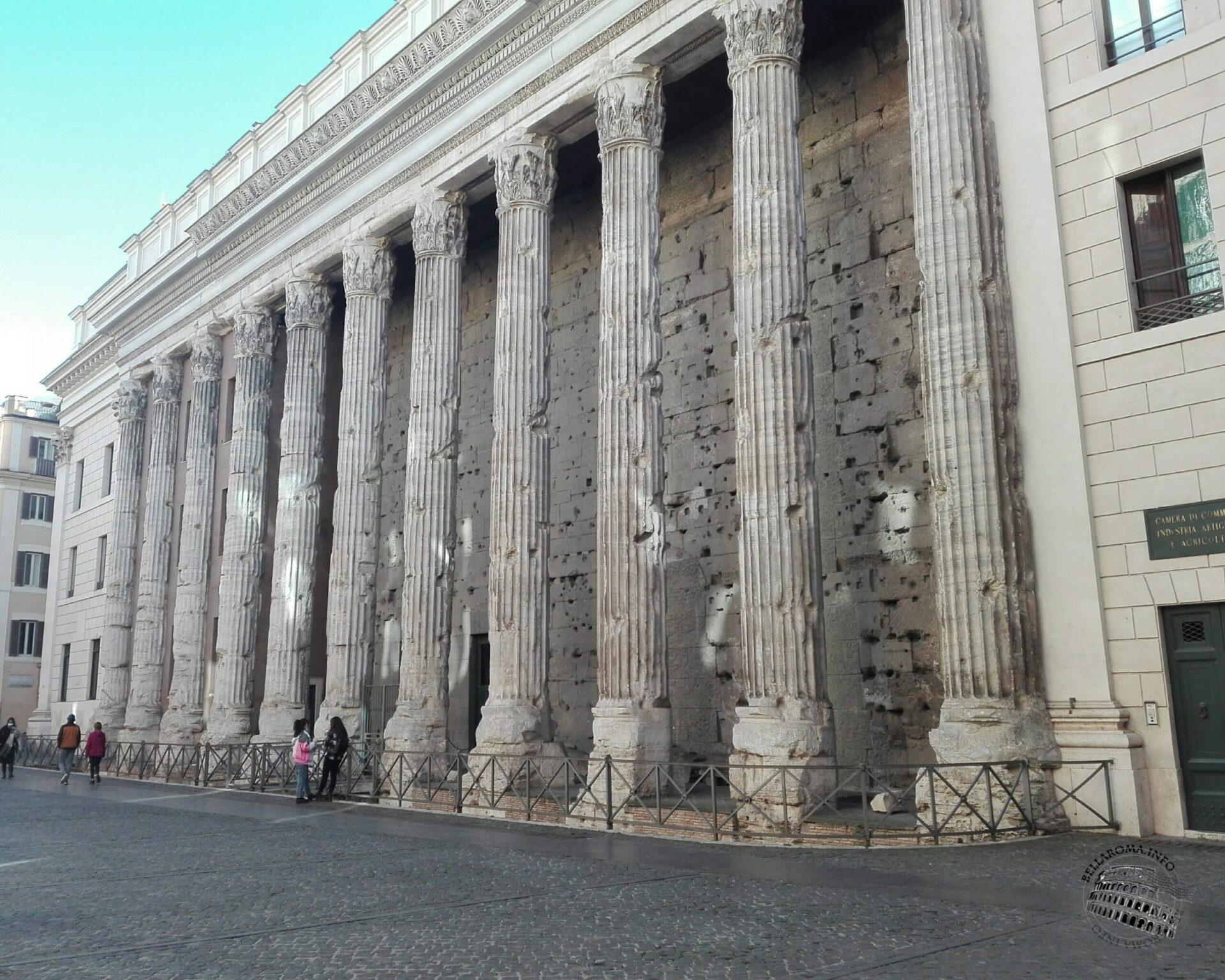 Tempio di Adriano, Piazza di Pietra