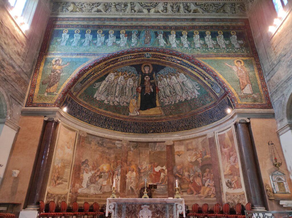 Interno chiesa di Santa Maria in Domnica, Roma