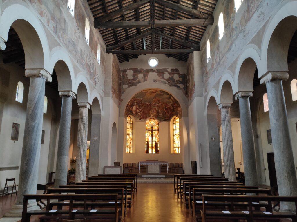 Interno Basilica di San Giovanni a Porta Latina, Roma